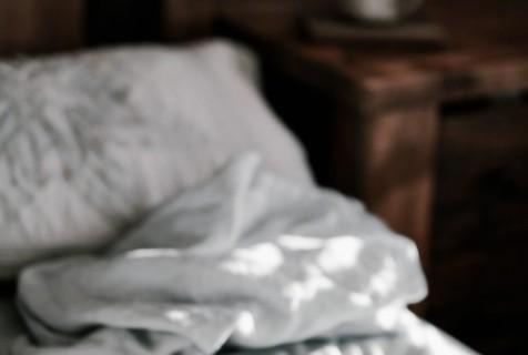 5 smarte ryddetips til soverommet – kom i gang nå