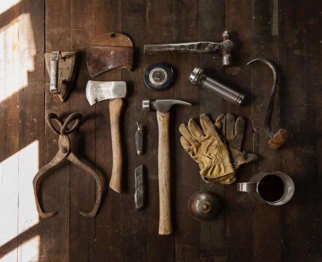 Rydd garasjen og hageboden systematisk